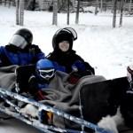 Fotos de Laponia Finlandesa, Vero, Teo y Oriol en el remolque de la moto de nieve