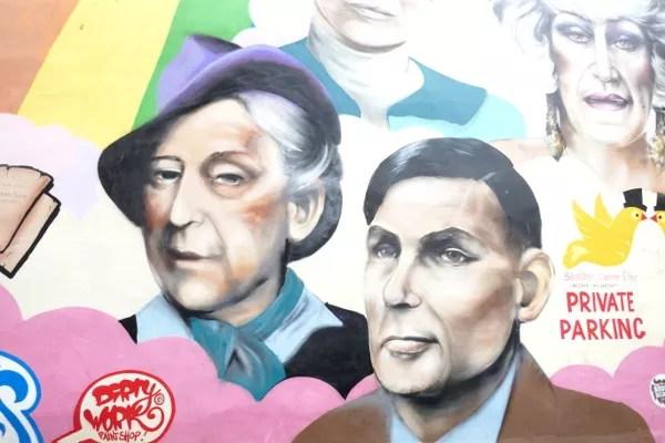 Fotos de Manchester, street art Alan Turing