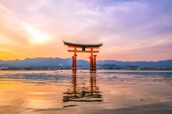 Fotos de Miyajima en Japon, torii o puerta roja