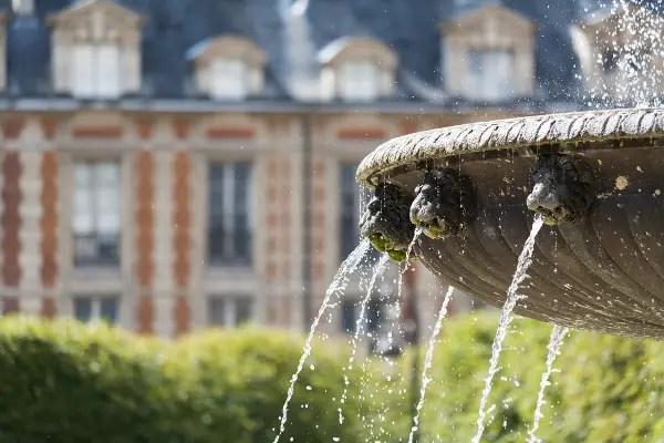 Fotos de Paris, fuente de la Place des Vosge
