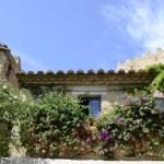 Fotos de Peratallada en la Costa Brava, torre y flores