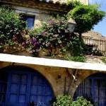 Fotos de Peratallada en la Costa Brava, torre y sillas