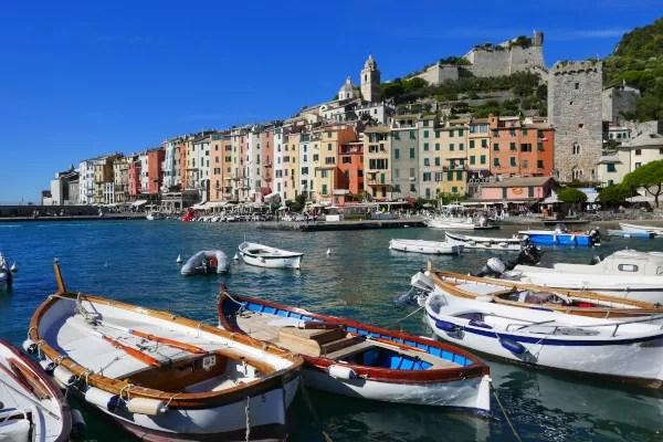 Fotos de Portovenere en Italia, casas de colores y barcas
