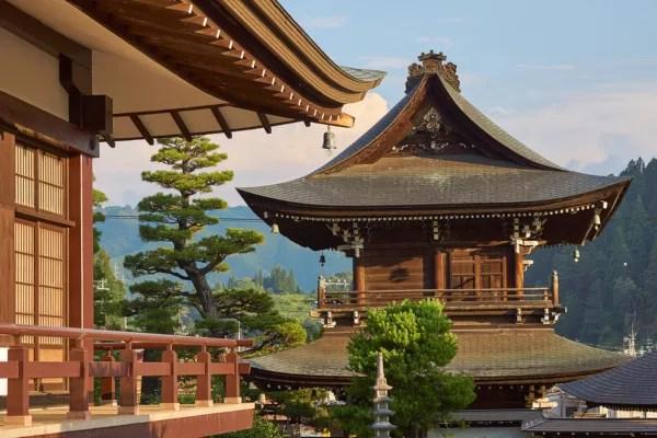 Fotos de Takayama en Japon, templo y tejado tradicional