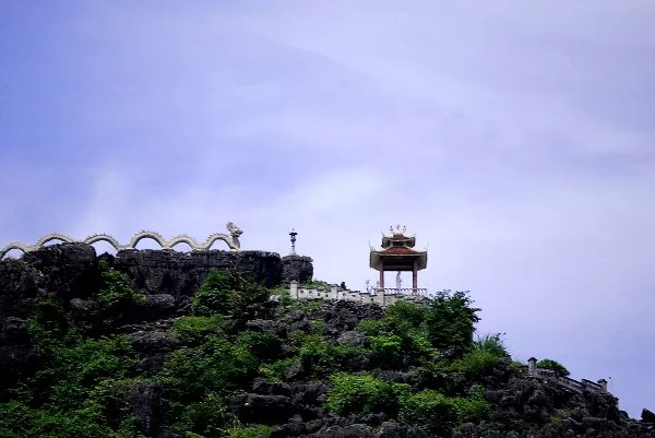 Fotos de Tam Coc en Vietnam, dragon sobre la montana