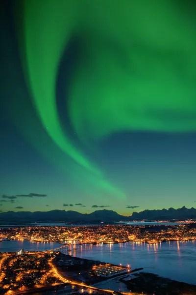 Fotos de Tromso en Laponia Noruega, aurora vertical