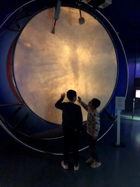 Fotos de Viena en Austria, Teo y Oriol tambor gigante Casa de la Musica