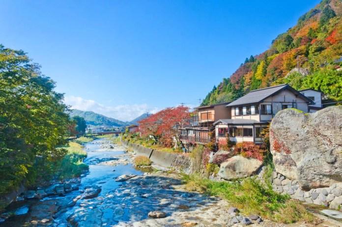 Fotos de Yamadera en Japon, rio y casitas tradicionales