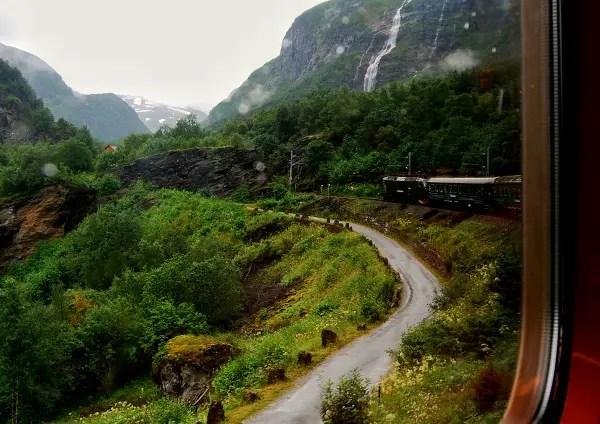 Fotos de los Fiordos Noruegos, el tren de Flam ventana