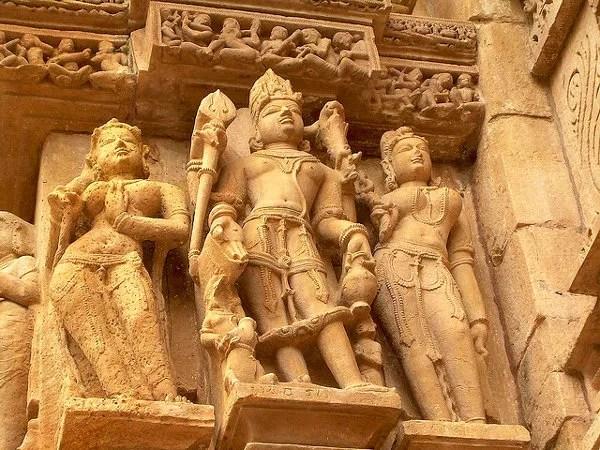 Fotos de los templos eroticos de Khajuraho, apsaras