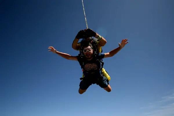 Fotos de saltos en paracaidas en Empuriabrava, caida libre primer plano