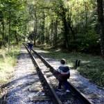 Fotos del Goierri en Euskadi, Teo y Oriol en las vias de Zerain