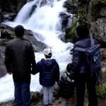 Fotos del Valle del Jerte en Caceres. Pau, Vero, Teo y Oriol en la casacada Ruta de las Nogaledas