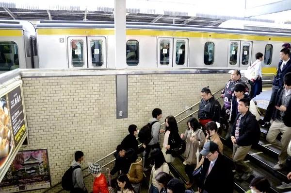 Fotos del metro de Tokio, luchadores de sumo