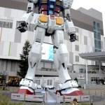 Fotos de Japon, Teo y Oriol con el Gundam de Odaiba
