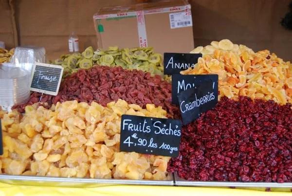 Fruta escarchada en los mercadillos de Navidad en París