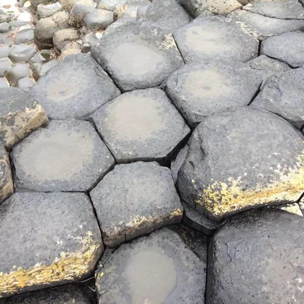 Hexágonos en la Calzada del Gigante en Irlanda del Norte