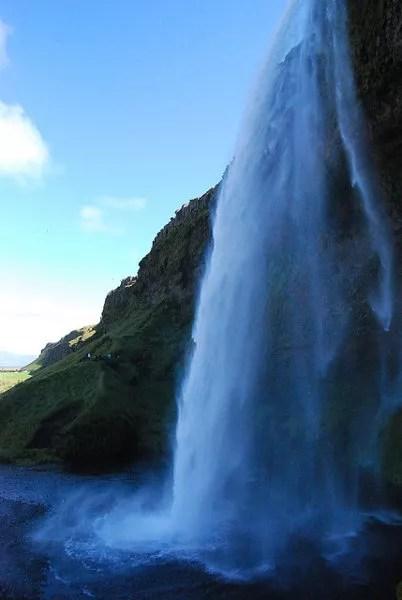 La cascada Seljalandsfoss de Islandia