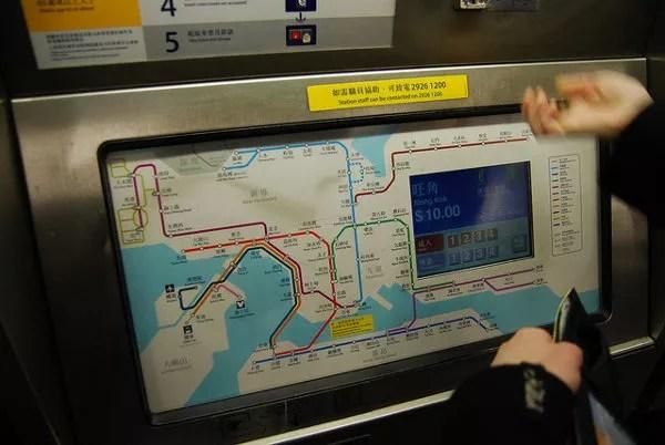 Maquina para comprar el billete del metro de Hong Kong