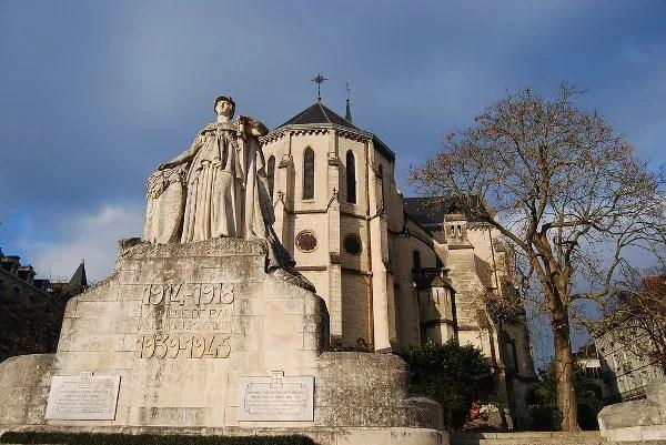 Monumento a los caídos en Pau