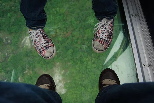 Nuestros pies en el Teleférico Ngong Ping 360