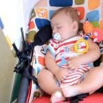 Oriol durmiendo en el apartamento de HomeAway en Altea