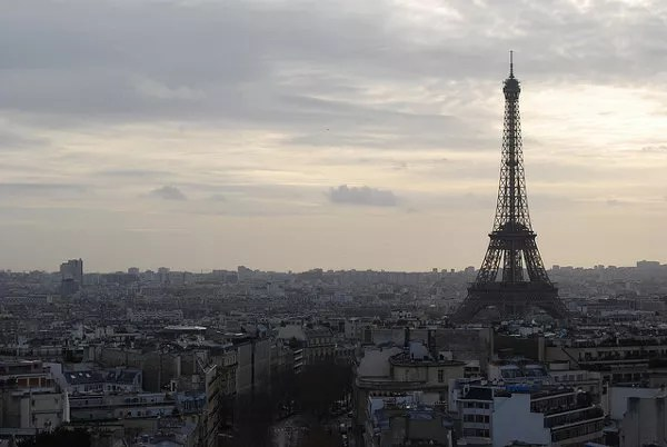 París y la Torre Eiffel desde el Arco del Triunfo