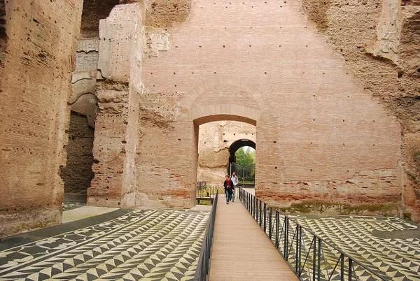 Paseando por las termas de Caracalla