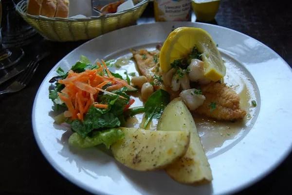 Pescado con patatas y verdura