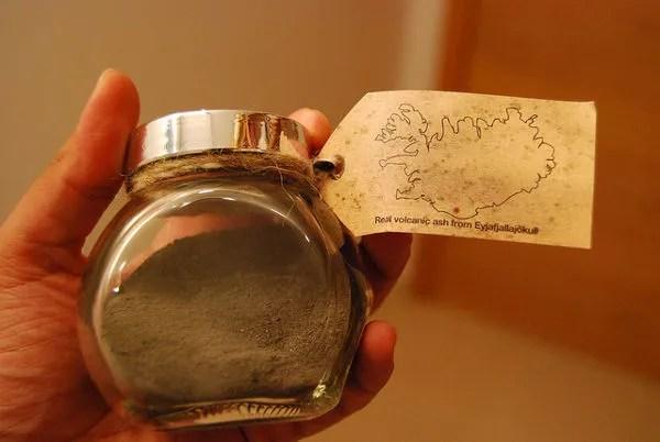 Souvenir con las cenizas del volcán Eyjafjallajökull de  Islandia