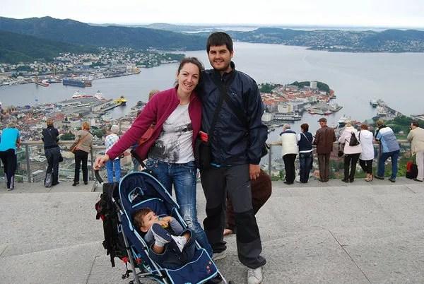 Teo, Vero y Pau en el monte Fløyen de Bergen