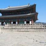 Teo corriendo por el Palacio Gyeongbokgung de Seúl