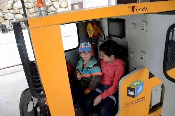 Teo y Carlota en el Ecomuseo Minero del Valle de Samuño
