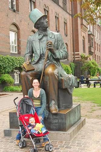 Teo y Vero con Hans Christian Andersen