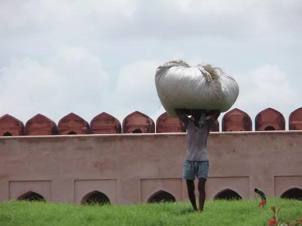 Trabajador en el Agra Fort
