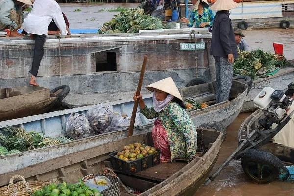 Verdulera en el mercado flotante de Cai Rang