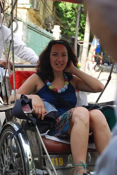 Vero-en-pedicab-en-Hanoi ▷ Cosas que ver en Hanoi, imprescindibles para visitar la capital vietnamita.