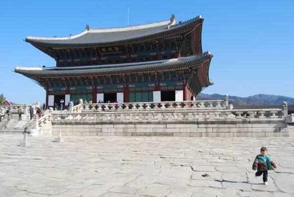 Fotos de Corea, Teo en el Palacio Gyeongbokgung de Seúl