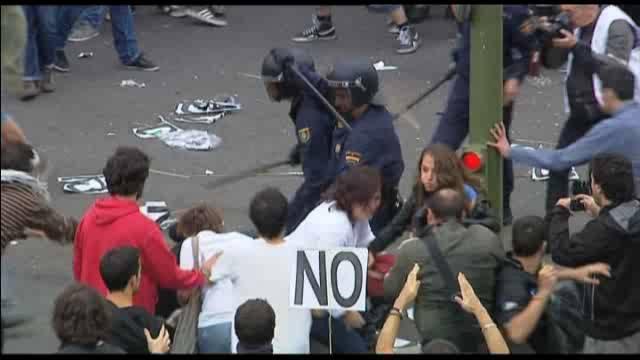 La protesta del 25-S en el Congreso acaba con cargas, 64 heridos y 35  detenidos   España   EL PAÍS