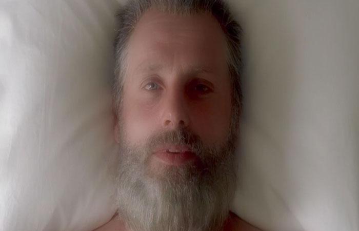 The Walking Dead 8x1 Rick despertando El Palomitrón