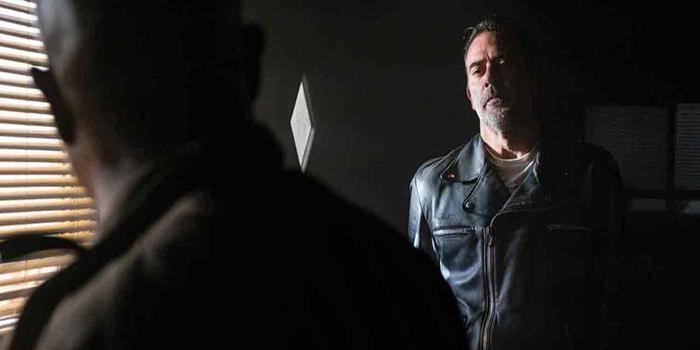 Negan y Gabriel The Walking Dead El Palomitrón
