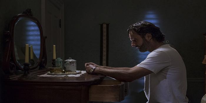 Rick leyendo The Walking Dead El Palomitrón