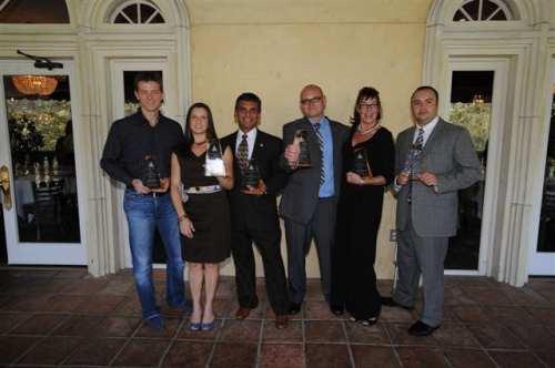Los ganadores de los premios Pylon 2011, de izquierda a derecha, Sean Murphy, Dianna Olea, aceptó el trofeo a nombre de Ryan Duggan, Larry Barajas, Scott Burt, Kajon Cermak and Officer Luis Mendoza. (Foto Juan Ocampo/El Pasajero)