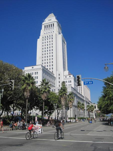 Un día hermoso, soleado y sin mucho calor dio la bienvenida a los ciclistas en el centro de Los Angeles.