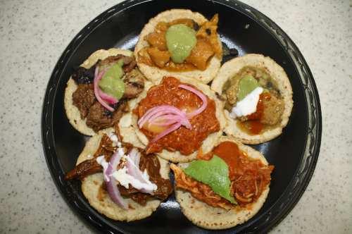 Una muestra de las delicias que trae una orden de tacos en Guisados. (Foto Agustín Durán/El Pasajero)