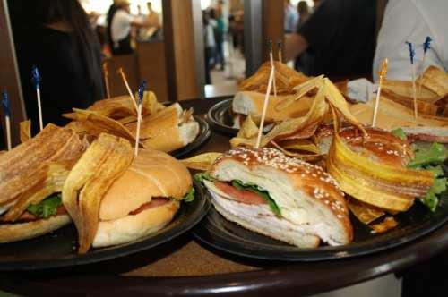 Los sándwiches cubanos y de lechón son de los favoritos de la gente (Foto de Agustín Durán/El Pasajero)