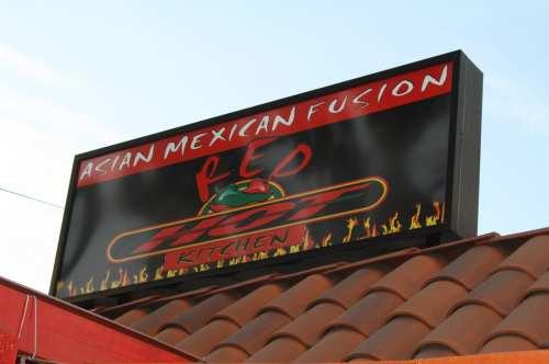 Asian Mexican Fusion, el anuncio de Cha Cha Chili. (Foto Agustín Durán/El Pasajero).
