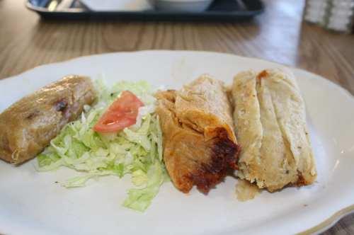 Orden de tamales de Carne de Puerco, Pollo y Piña listos para ser devorados. (Foto Agustín Durán/El Pasajero).
