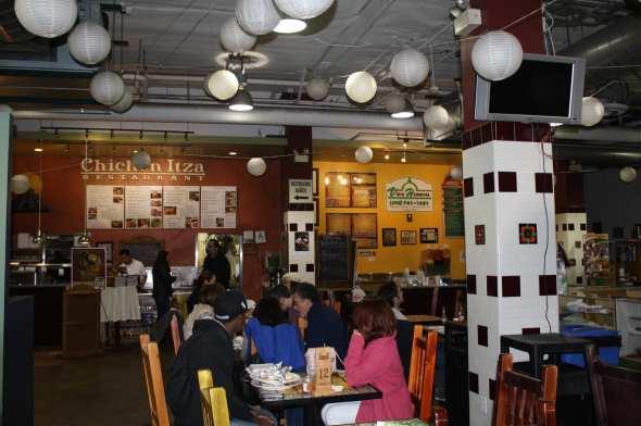 Restaurantes Chichen Itza y Vista Hermosa al fondo.  (Foto de Agustín Durán/El Pasajero)