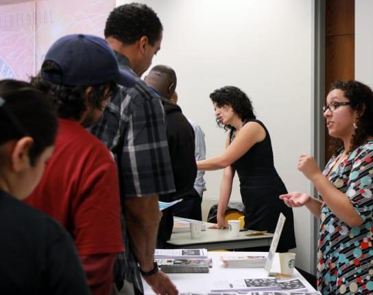 Más de cien personas se registraron en el taller Construction 101 en Inglewood.